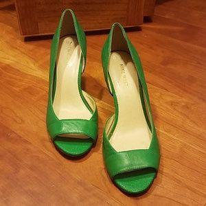 Nine West 7.5 green pumps